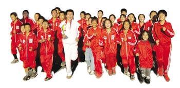 带领穷孩子跑出人生 ,体育教师二十五年让48人成功了
