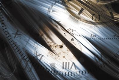 时间逆转时空交错真的很cool ,也抵挡不住《信条》存在的物理硬伤