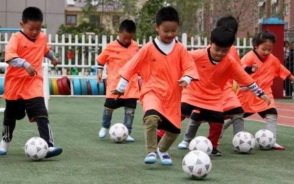 校园足球普及重心下移,幼儿园更应该侧重